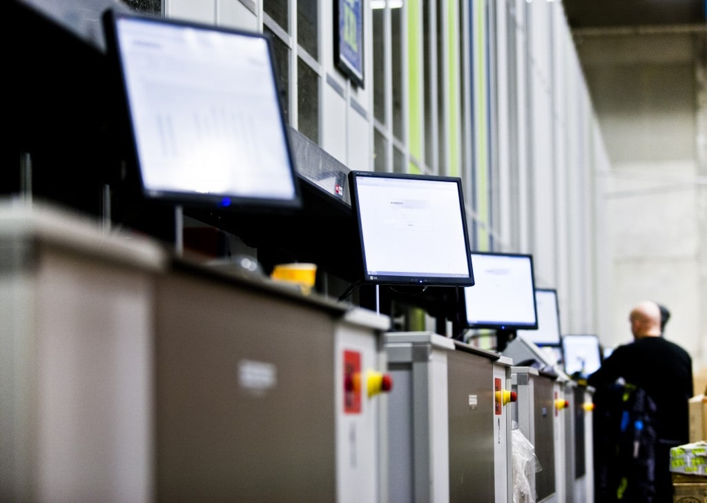 Imagen de distintas estaciones de trabajo de AutoStore