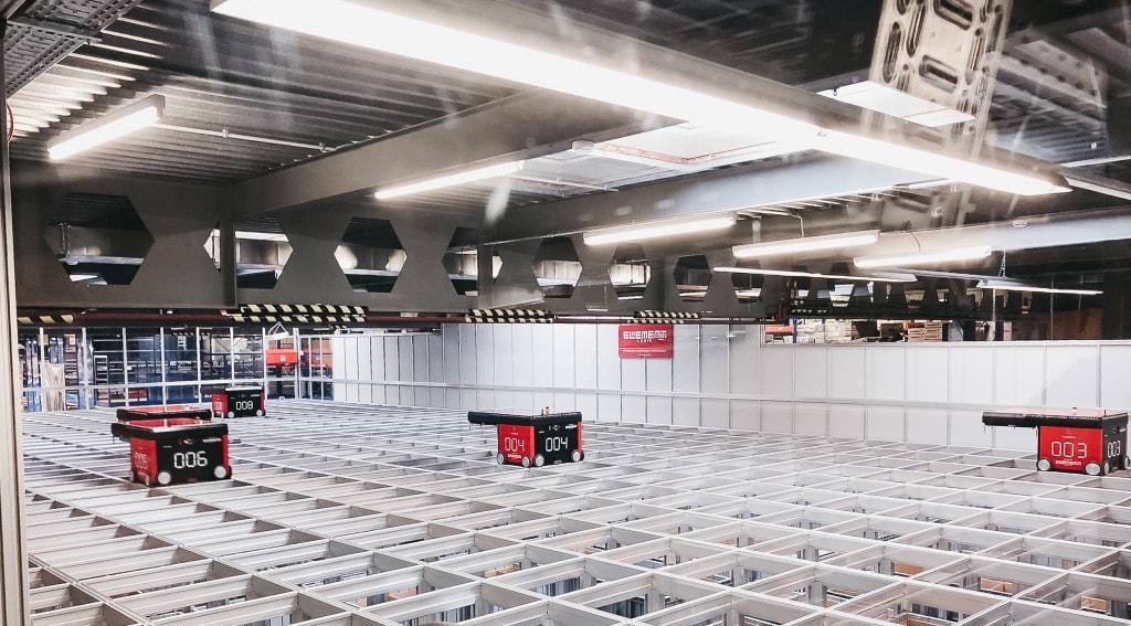 Almacén AutoStore de Peterhans Handwerkercenter
