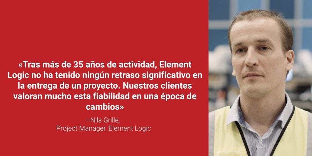 """Nils Grile, Project Manager de Element Logic junto con su cita """"Tras más de 35 años de actividad, Element Logic no ha tenido ningún retraso significativo en la entrega de un proyecto. Nuestros clientes valoran mucho esta fiabilidad en una época de cambios"""" en letras blancas sobre fondo rojo."""