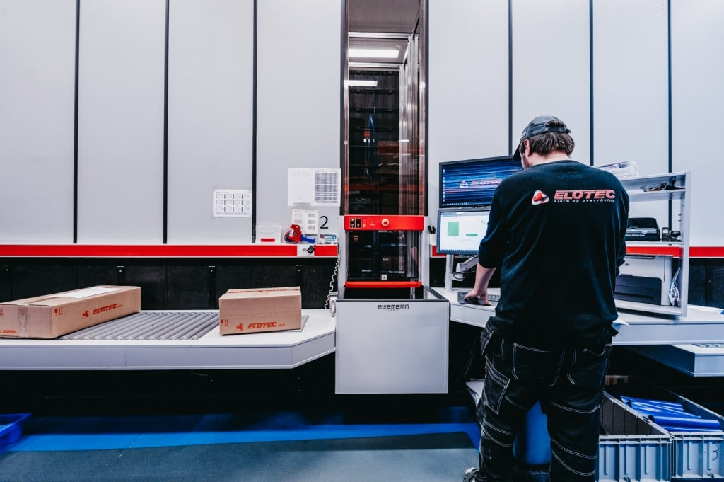 A worker is handling the orders from AutoStore.