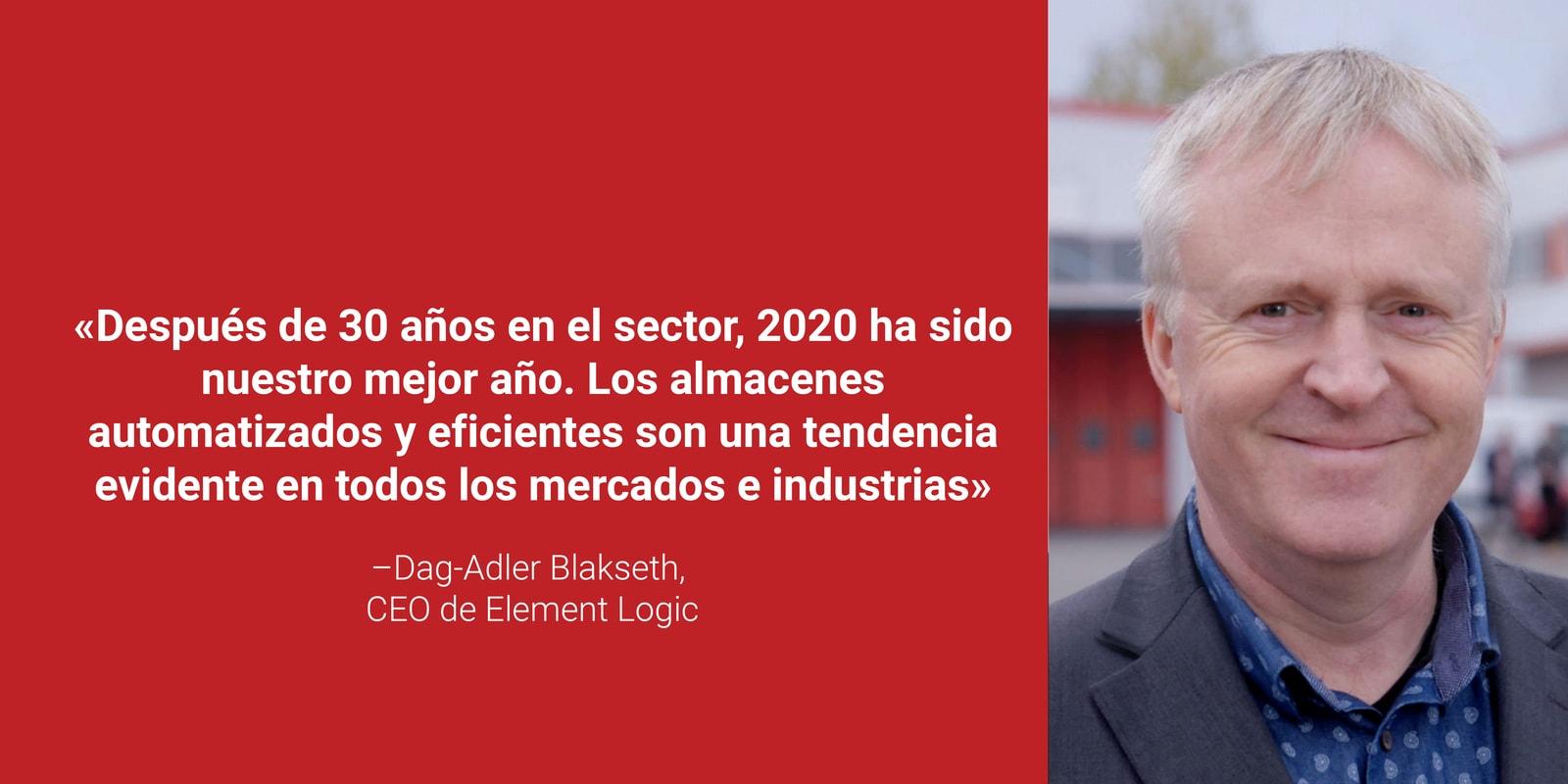 """Dag Adler Blakseth sonriendo junto con la siguiente cita suya en letras blancas y fondo rojo """"Después de 30 años en el sector, 2020 ha sido nuestro mejor año. Los almacenes automatizados y eficientes son una tendencia evidente en todos los mercados e industrias"""""""