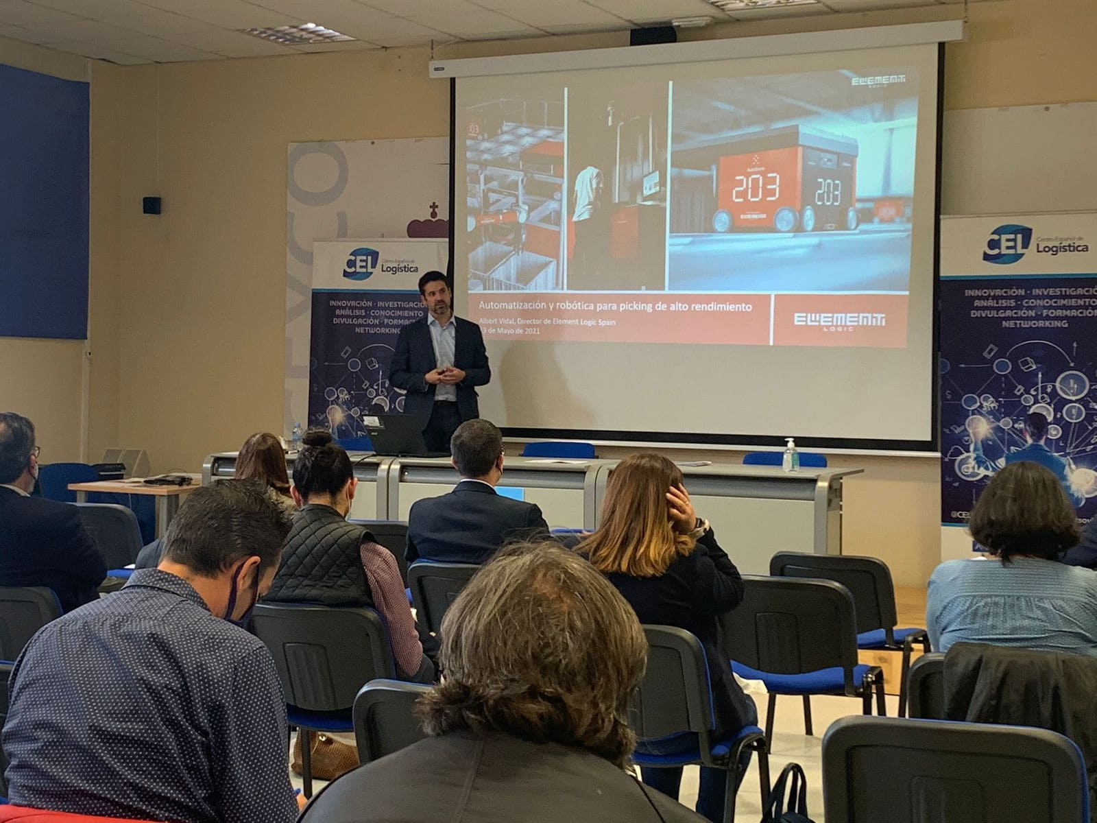 Un instante durante la presentación del director de Element Logic en España, Albert Vidal, en la conferencia organizada por el CEL