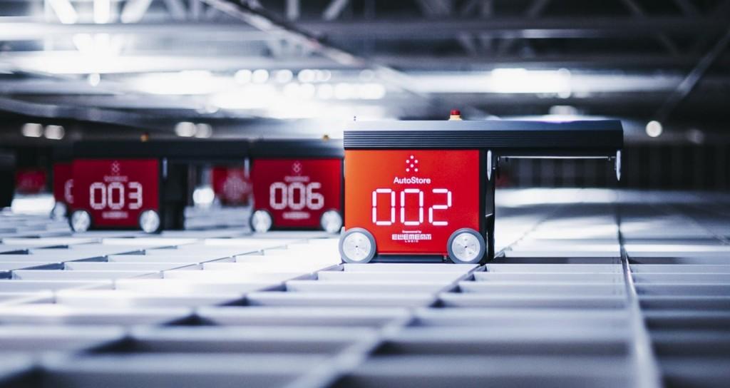 Imagen de varios robots de AutoStore en funcionamiento